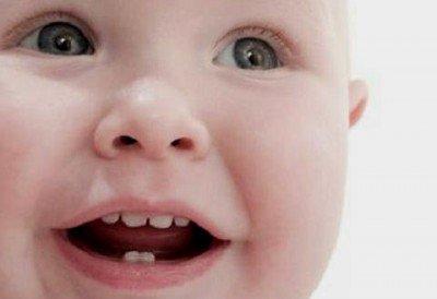 Primeros dientes bebe