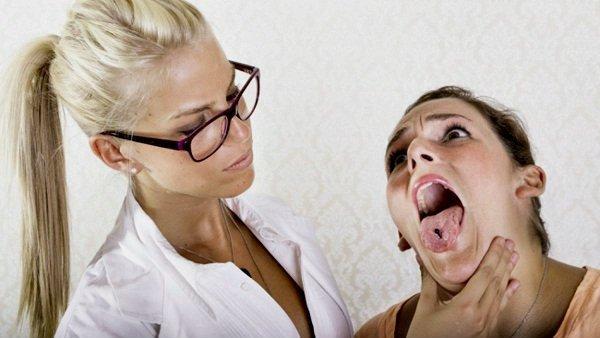 Problmeas en salud dental por piercing en la lengua