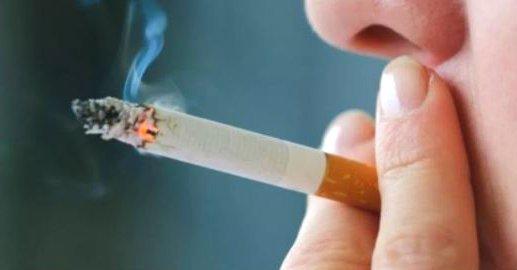 Dientes amarillos por culpa del tabaco