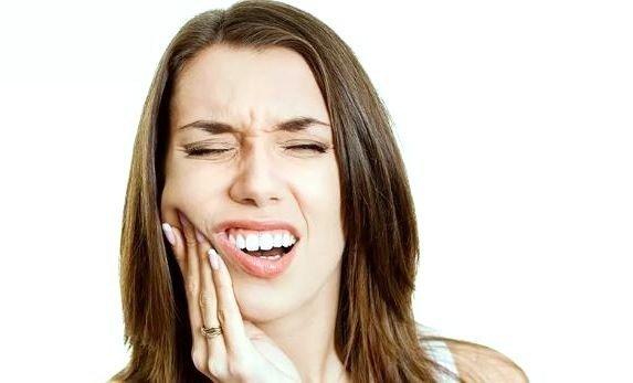 Hielo contra el flemón como remedio natural